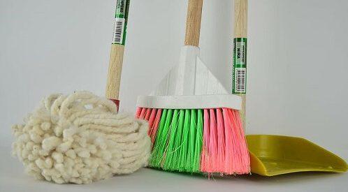 toilet-floor-cleaning